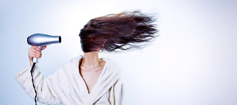 How the blow drying can harm your hair